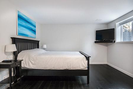 Valley Retreat Queen Room