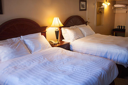 Revelstoke Lodge 2 Queen Room